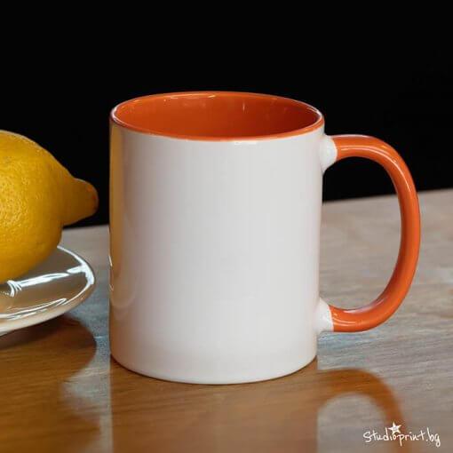 чаша с цветна дръжка